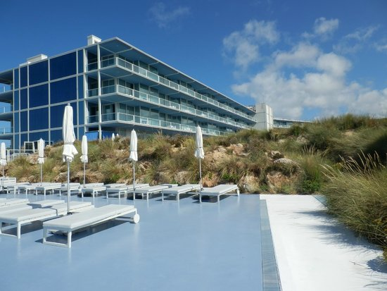 The Oitavos: Pool to Hotel