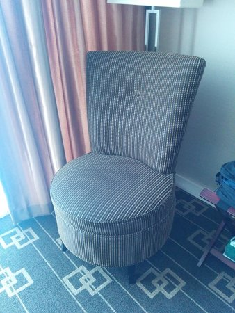 "Wyndham Garden Chinatown: ""Comfortable"" chair is more an odd sized dressboy."