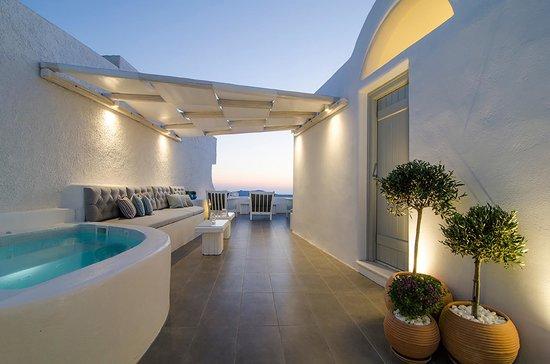 Aerino Villa: Outdoor jacuzzi