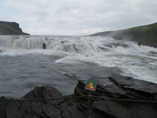 Gullfoss : Top of fall, lower walk