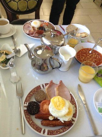 Abbey Lodge Guesthouse: yum yum. my husband loved the poached eggs.