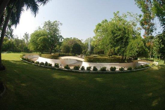 Usha Kiran Palace : Grounds