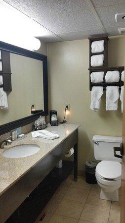 Hampton Inn Russellville: Room 127