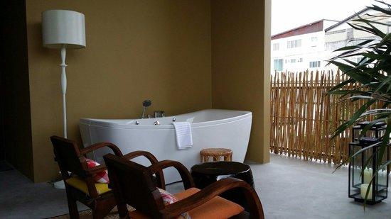 Villa Phra Sumen Bangkok: Phra sumen suite... Jacuzzi facility
