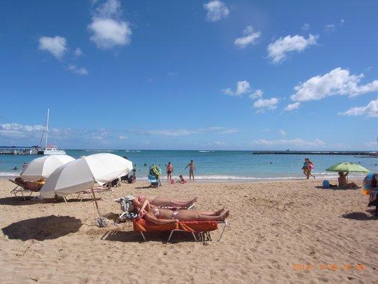 Waikiki Beach: ヒルトン前あたり