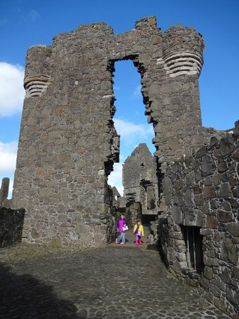 Dunluce Castle: Loving the doorways to run around