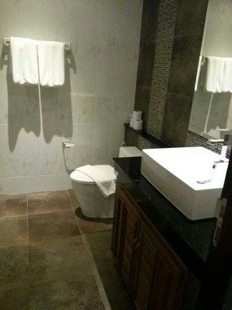 Kata Sea View Villas: Bathroom Bedroom 1 & 2