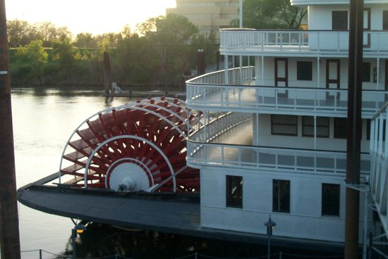 Delta King : A real paddle steamer