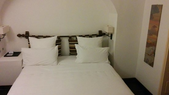 Hotel Le Calette: the bed