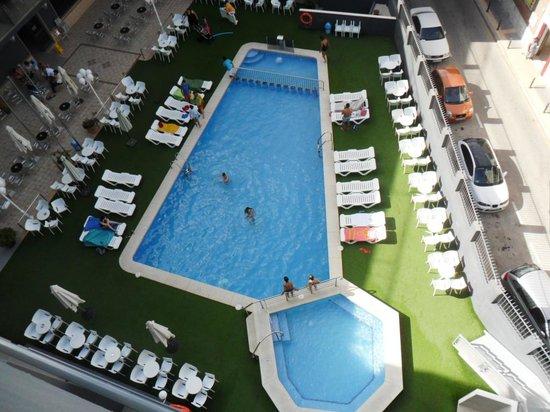 Hotel Melina : vistas de piscina desde solarium