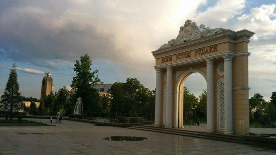 Rudaki Park: The entrance