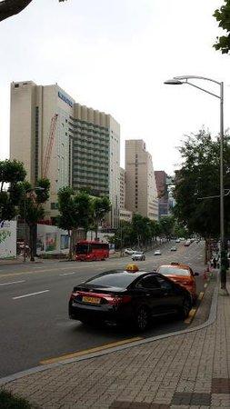 Gangnam Family Hotel: ホテル前