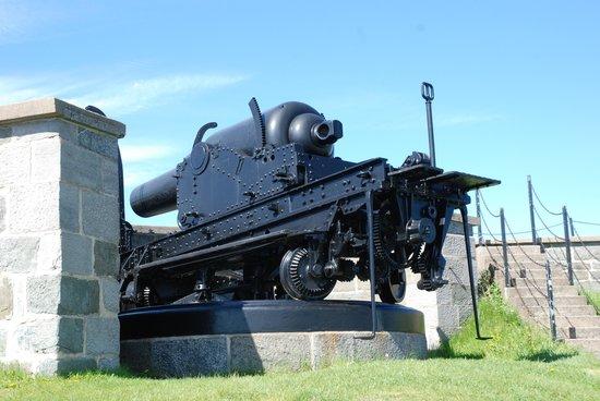 La Citadelle de Québec : le plus gros canon  de la citadelle