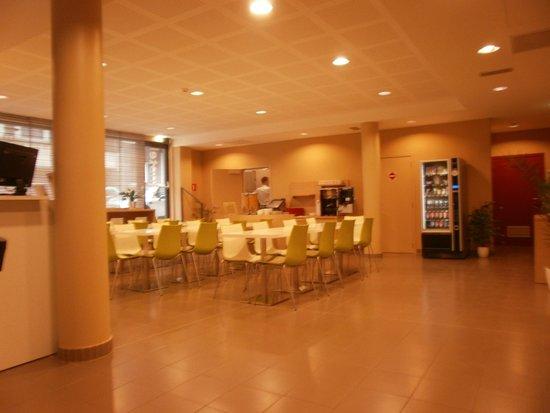 Adagio Access Brussels Europe: Foyer - breakfast facility