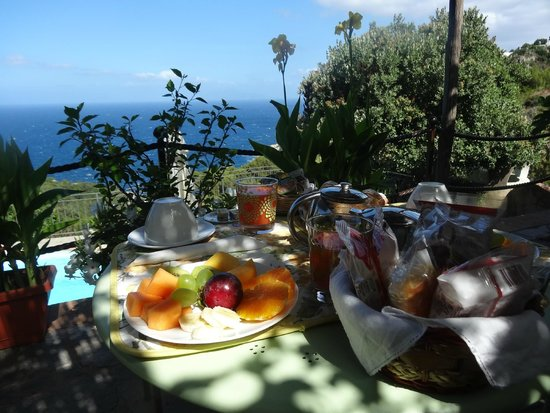B&B Cala del Rio Isola di Capri: petit déj' sur la terrasse de notre chambre