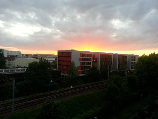 Residhome Appart Hotel Asnieres: A possible view you could get:)