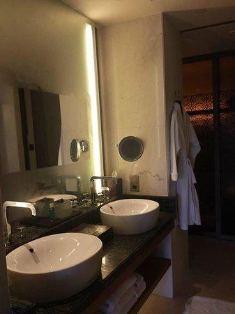 Park Hyatt Abu Dhabi Hotel & Villas: Bathroom