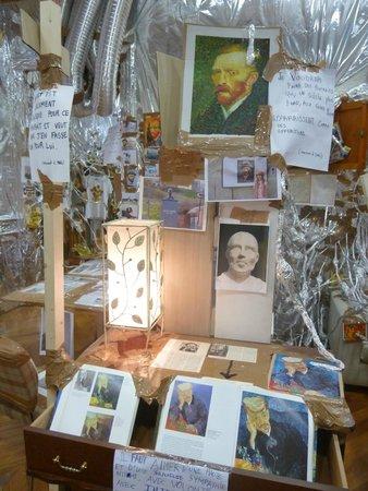 Espace Van Gogh: bric à brac Van Gogh