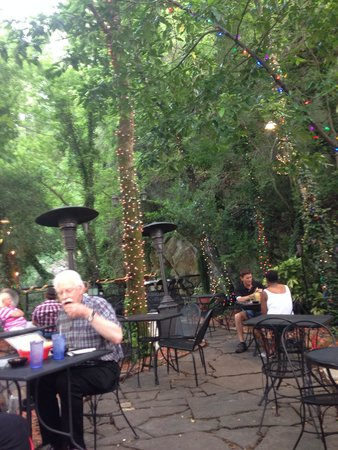 Rolando's Restaurante: Cool Walkway to get to this point