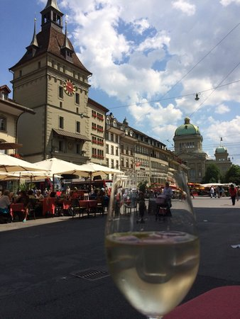 Bundesplatz: Great place for a meal or drink!