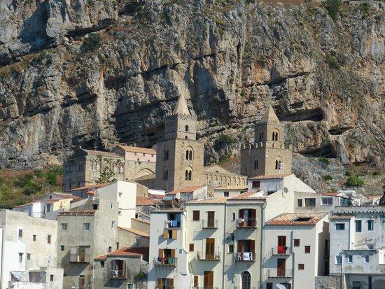 Duomo di Cefalu: Duomo visto dal mare