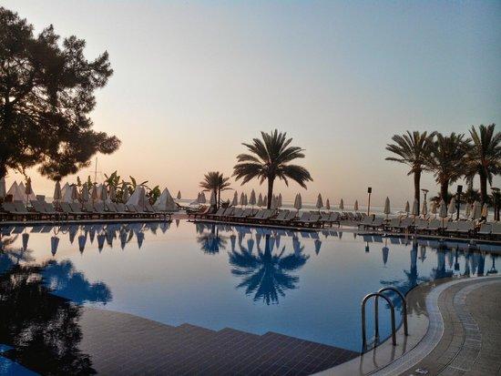 Club Med Palmiye: Piscine proche bar à 6h du mat