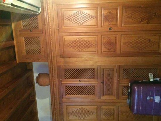 Melenos Lindos Hotel: Traditional Wooden Furniture