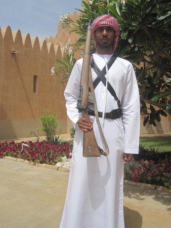 Sheikh Zayed Palace Museum: Un garde de l'entrée