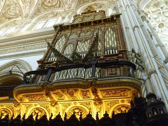 Mezquita Cathedral de Cordoba: Orgue