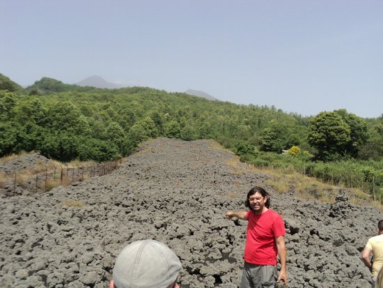 Etna Experience Excursions: Lava flow and Paolo