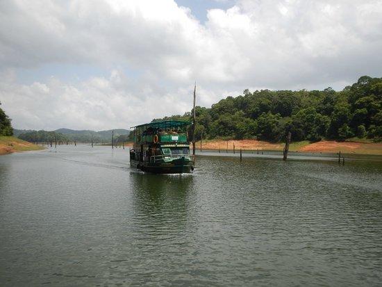 KTDC Lake Palace Thekkady: Boat Tour