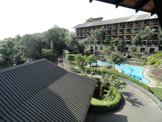 Earl's Regency : Hotel view- pool side