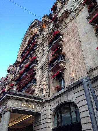 Lausanne Palace & Spa : Вход в отель