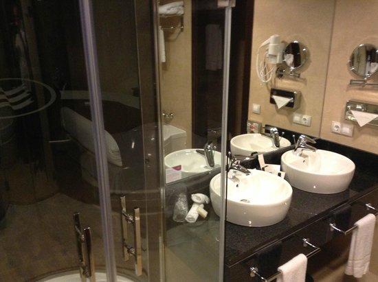 Crowne Plaza Madrid Airport: Bathroom