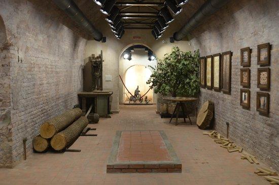 Shustov Cognac Winery Museum : Процесс производства бочек