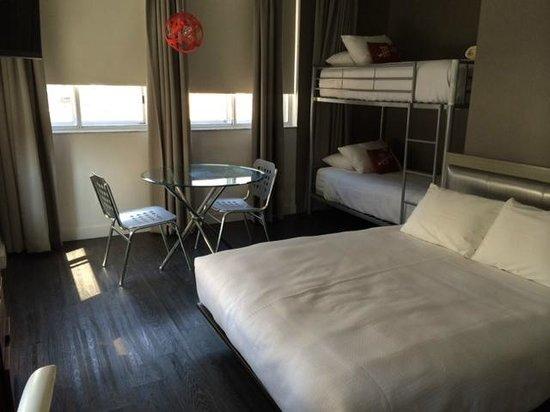 NU Hotel: Room