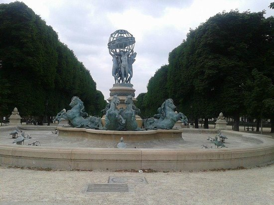 Luxembourg Gardens: La fontaine
