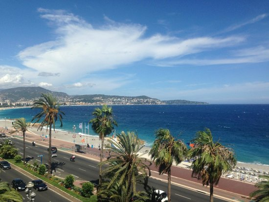 Radisson Blu Hotel, Nice: View of Nice from room balcony.