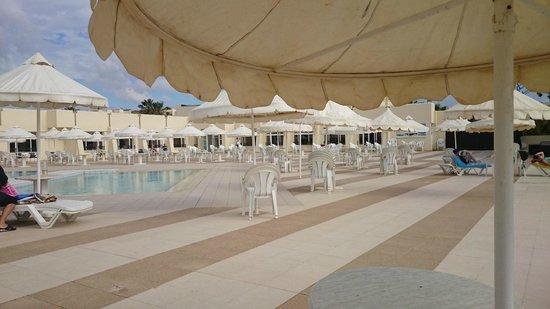 Omar Khayam Club : piscine vu sur mer