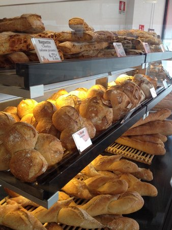 MOULIN DE PAIOU: One of the many types of breads.