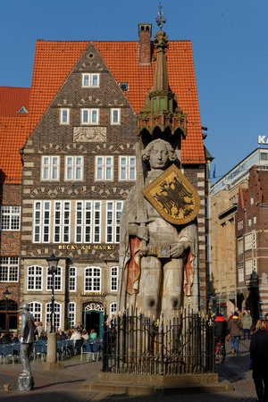 Marktplatz: the statue of Roland