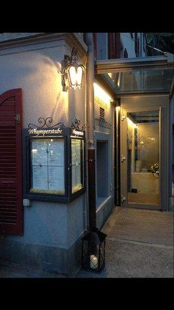 Restaurant Whymper-Stube: Acceso desde la esquina