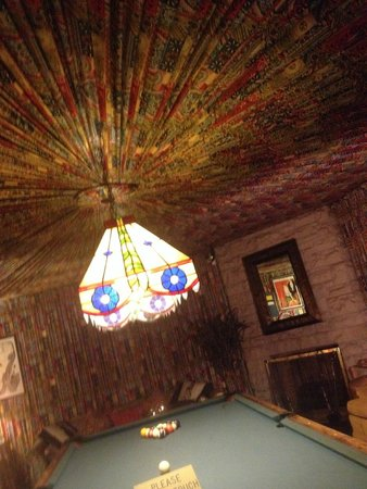 Graceland: Coolest room in the house, the pool room