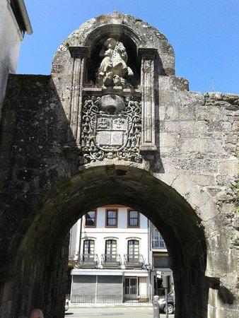 Las murallas romanas de Lugo: puerta de entrada a la ciudad antigua por la muralla