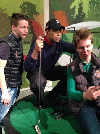 Madame Tussauds London: Tiger Woods instruerar