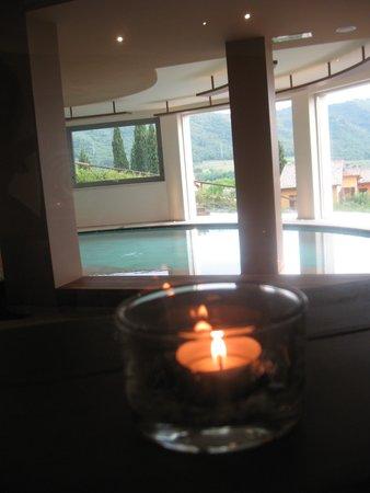 Poiano Resort Hotel: Relax alla SPA con pisicna' acqua di mare'e vista favolosa sul  Lago