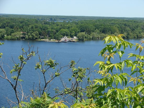 Inn-Lake on the Mountain Restaurant: View over the Bay of Quinte