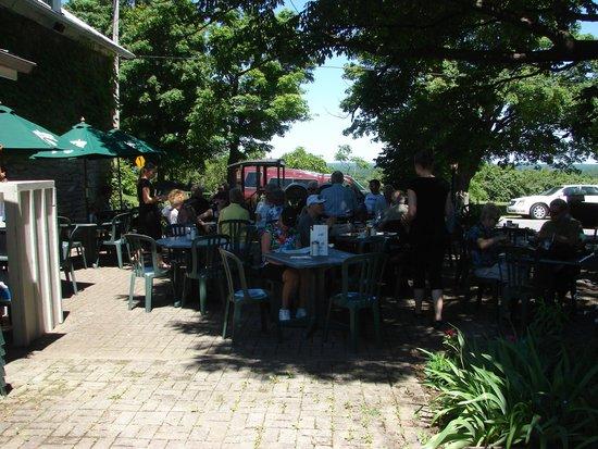Inn-Lake on the Mountain Restaurant: Outdoor seating of restaurant