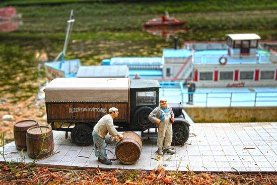 Park Boheminium: Kolesový parník Šumava/ Moldau Raddampfer Šumava/ Šumava Paddlewheel Steamboat