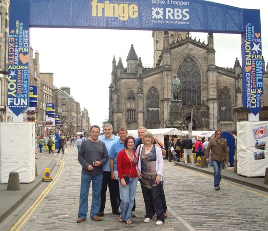 Milla Real: entrace to Royal Mile during Fringe Fest